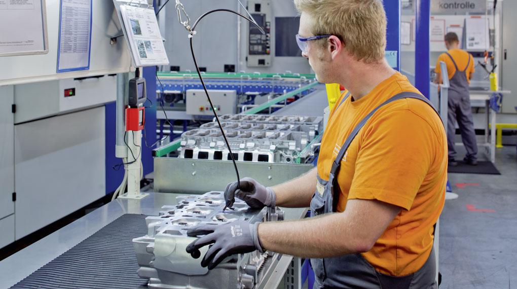 Überprüfen eines Zylinderkopfes aus Aluminiumguss